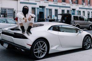 วิธีการดูแลรถยนต์สีขาว