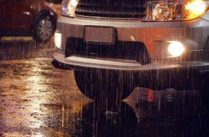 ขับรถยนต์ช่วงหน้าฝน